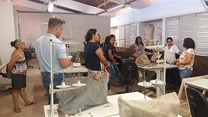 Grupo de mulheres visitam espaço de produção para aprenderem estratégias e aplicar em suas atividade