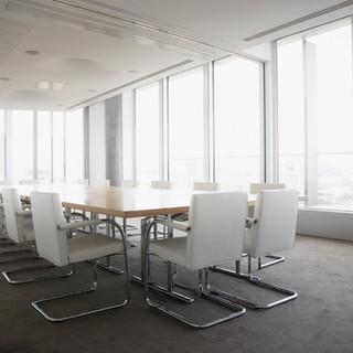 Sala de conferencias luminosa