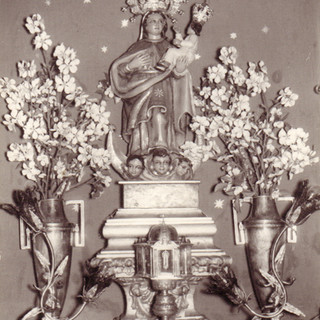El altar de San Juan de Letrán con el relicario de la Santa Espina
