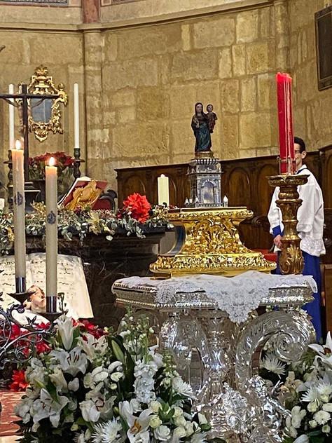 Nuestra antigua y sagrada imagen titular del siglo XVI recibe culto ya en su capilla en el Sagrario