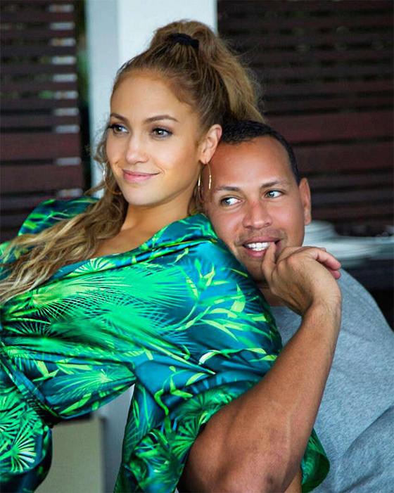 "Jennifer Lopez and Alex Rodriguez Enjoy ""Downtime"" With Their Kids"