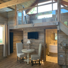 Vine Lodge with balcony bath & great views