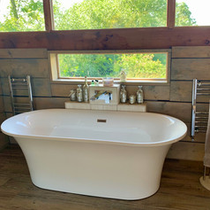 Balcony bath in Vine Lodge