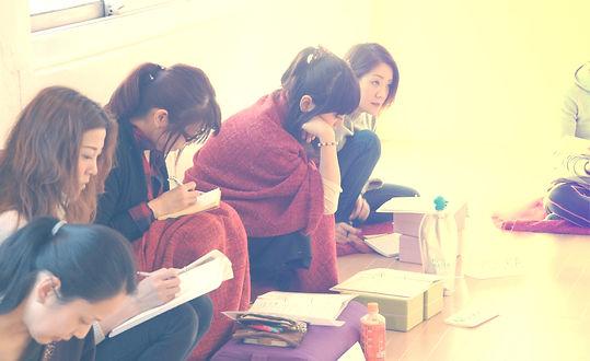 ヨガ英語講座学習風景