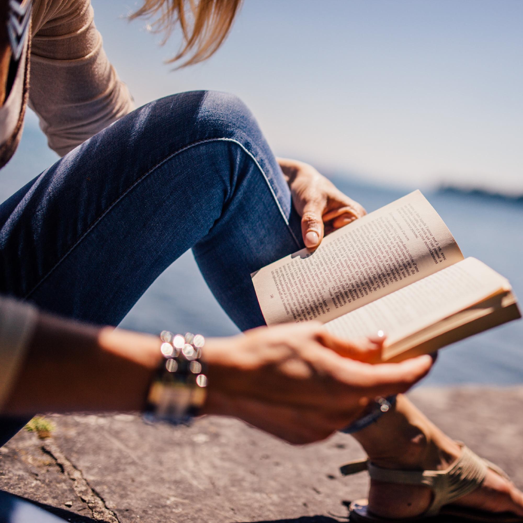 book-lake-learning-34075_edited