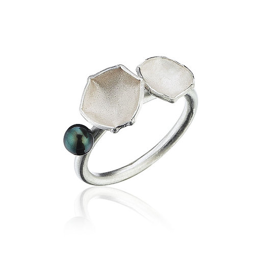 Flora Ring with Pearl