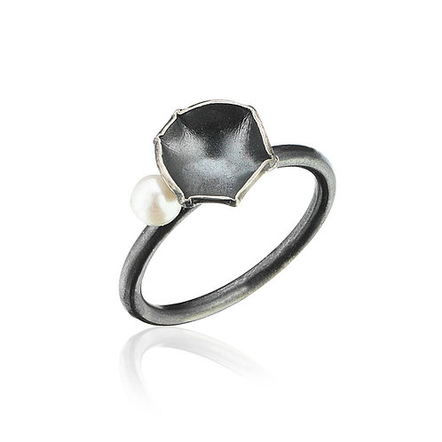 Oxidized Flora Ring with Pearl