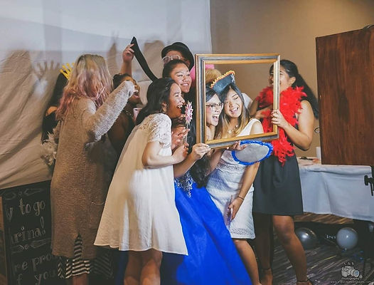 Group of friends smiling in a photobooth for an 18th birthday debut at La Quinta in Tacoma Washington