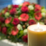 Candle-Coffin-Blumen