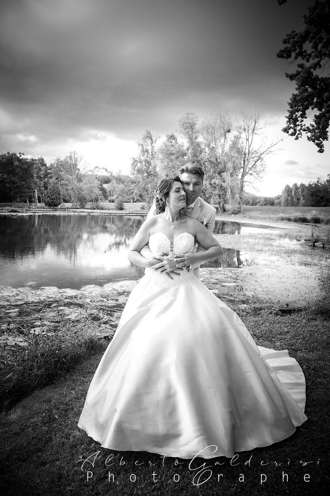 """""""Discret, professionnel, agréable, des qualités qui ont permis d'avoir de très belles photos en souvenir de notre mariage."""" (Odile - 07/09/2013)"""