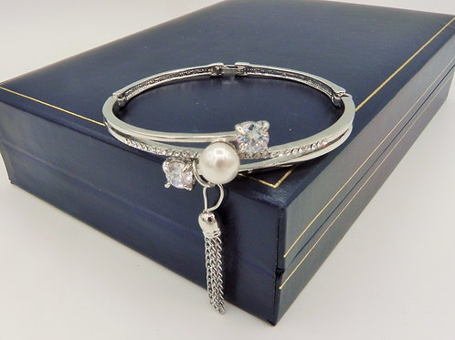 Cross Over Diamante & Pearl Bangle - SDP1