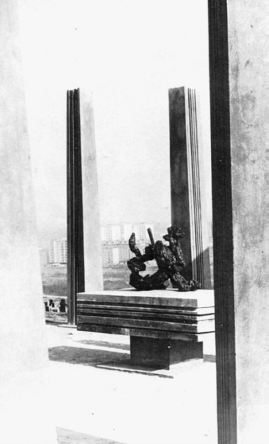 Monument Impaled Lion (1969)