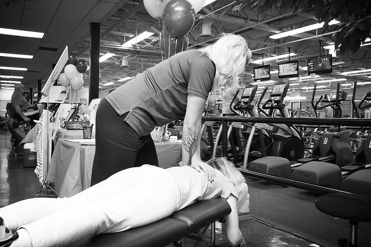 Female Chiropractor, muscle work, chili fitness center