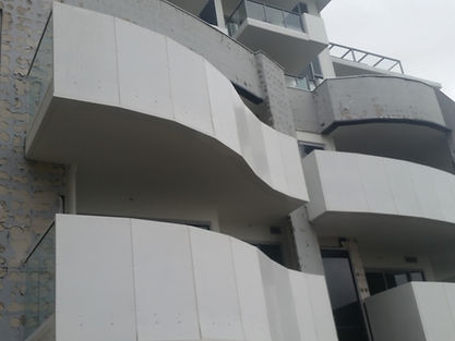Faulty stone cladding adhesion problems results in thousands of dollars of reparation. Badly fixed stone cladding and siding, problems with stone cladding, poor siding installation, fixing stone cladding, installing stone cladding, wall cladding faults, siding faults, siding problems, wall siding problems, water penetration, poor siding installation, poor stone walling installation,