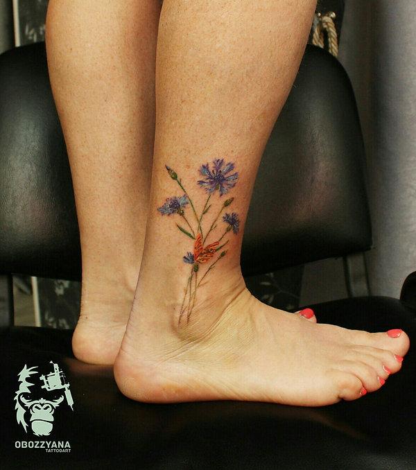 Васильки для очень крутой женщины, не побоюсь этого слова, 54 лет. Это реально крутая женщина, идущая в ногу со временем! Мама моего клиента. И так как яблоко от яблони - вытерпела все без анестезии. Я прям горжусь этим клиентом! ВОЗРАСТ ТАТУХЕ НЕ ПОМЕХА!   #tattooartist #art #artwork #bohemianartist #tattoo #художник #мастертату #арт #иллюстрация #рисунок #тату #эскизтату #sketchtattoo #tats #tattoos #tattooing #tattooist #tattoomodel #drawing #tattoodesign #tattooart #tattooflash #flashtattoo #tattoolife #ink #like4like #tattoolife #tattooekb