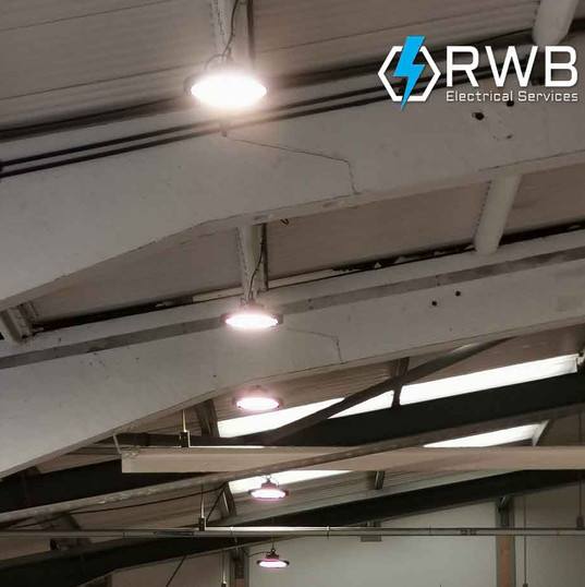 Commercial-pendant-lighting-installation
