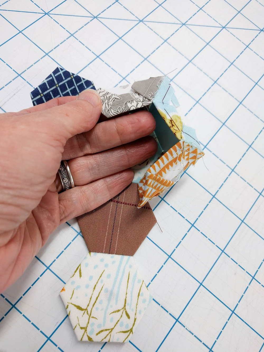 Hexie pincushion tutorial