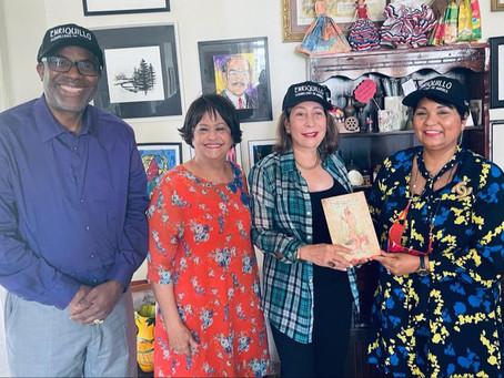 Comisionada de Cultura se reúne con la escritora Lidia de Macarrulla