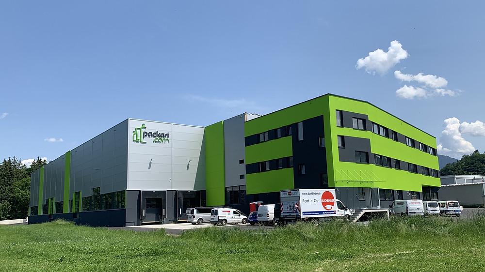 Industriehalle mit TopEnergy Dachheizzentrale für Heizen und Kühlen