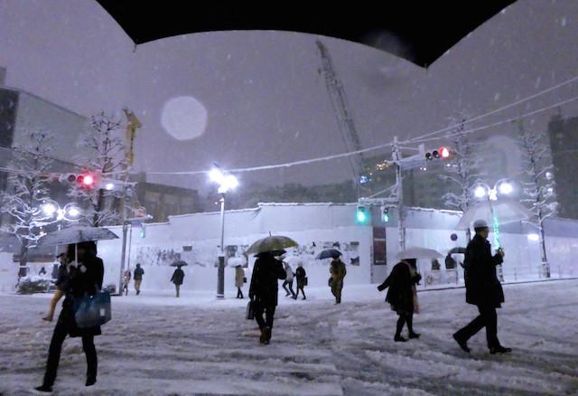 雪降る渋谷パルコ前