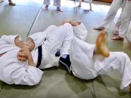 養神館合気道 精晟会には、どうして寝技や絞め技があるのか