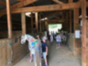 activité peinture sur poney pour centre aéré et école