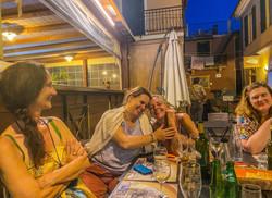 Essen auf der Piazza, Casa Rosalba Valloria_edited
