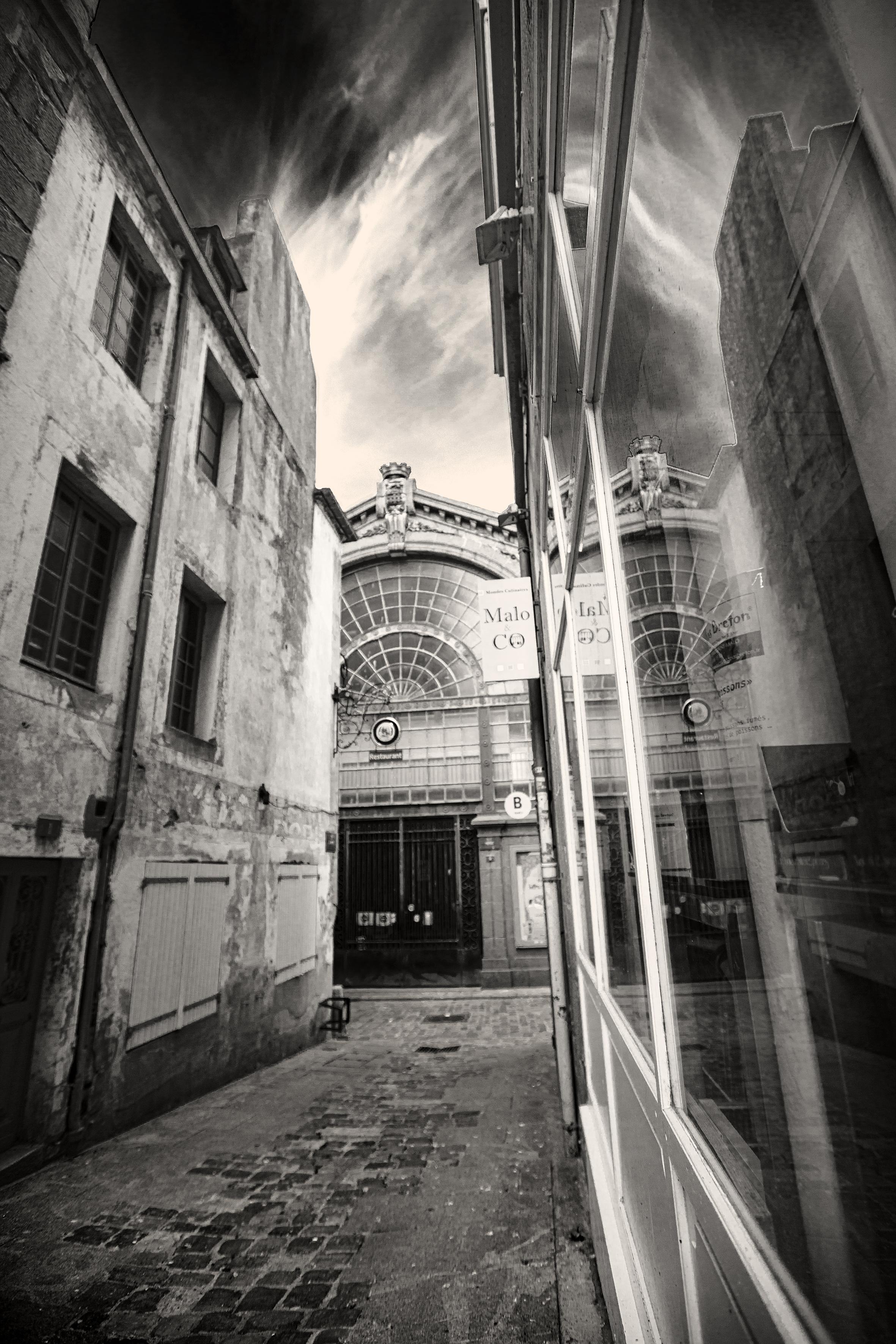 Halle aux blés - Rue de l'orme noir et blanc