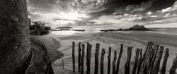 Confinement panoramique noir et blanc