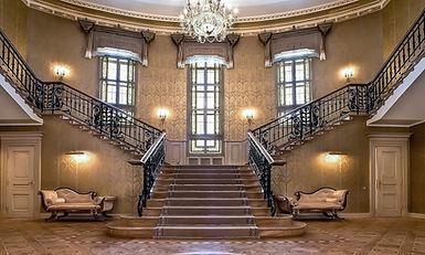крутое ограждение лестницы, художественное литье, красивые перила