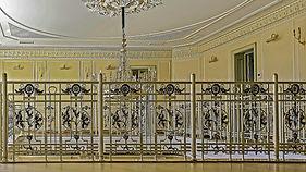 ковка и литье в орнаменте лестницы