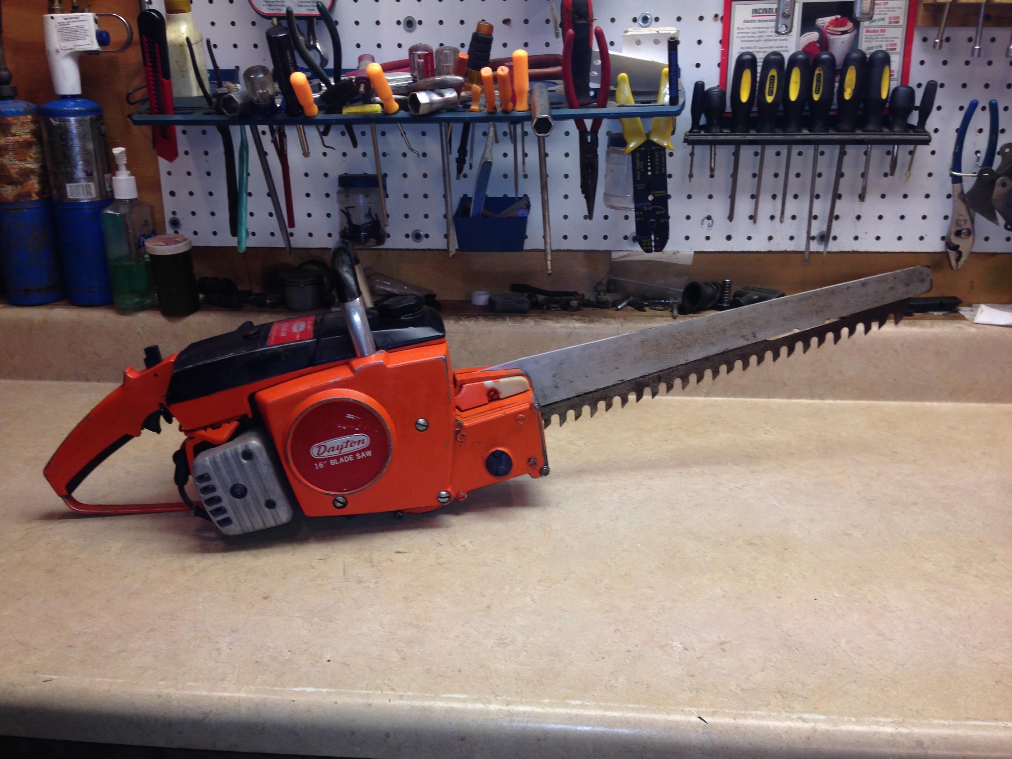 Dayton 2Z464 (Poulan 100) chainsaw #1.JPG