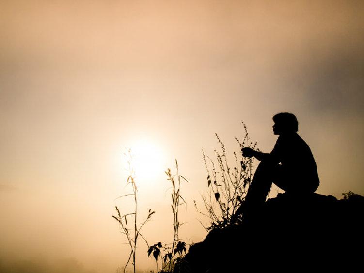 silhouette-man-sitting-cliff-sunrise_113