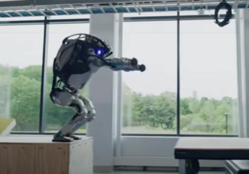 Robots doing Parkour.png