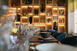Sfeerbeeld gedekte tafel in restaurant