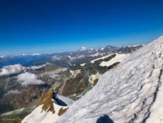 Au loin le massif du Mont-Blanc
