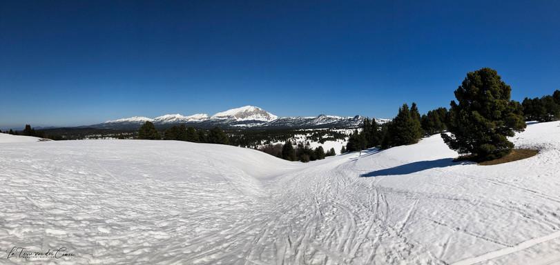Au loin, l'Obiou et le mont Aiguille