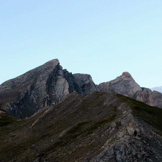 Le pain de Sucre (3208 m) et le pic d'Asti (3220 m)
