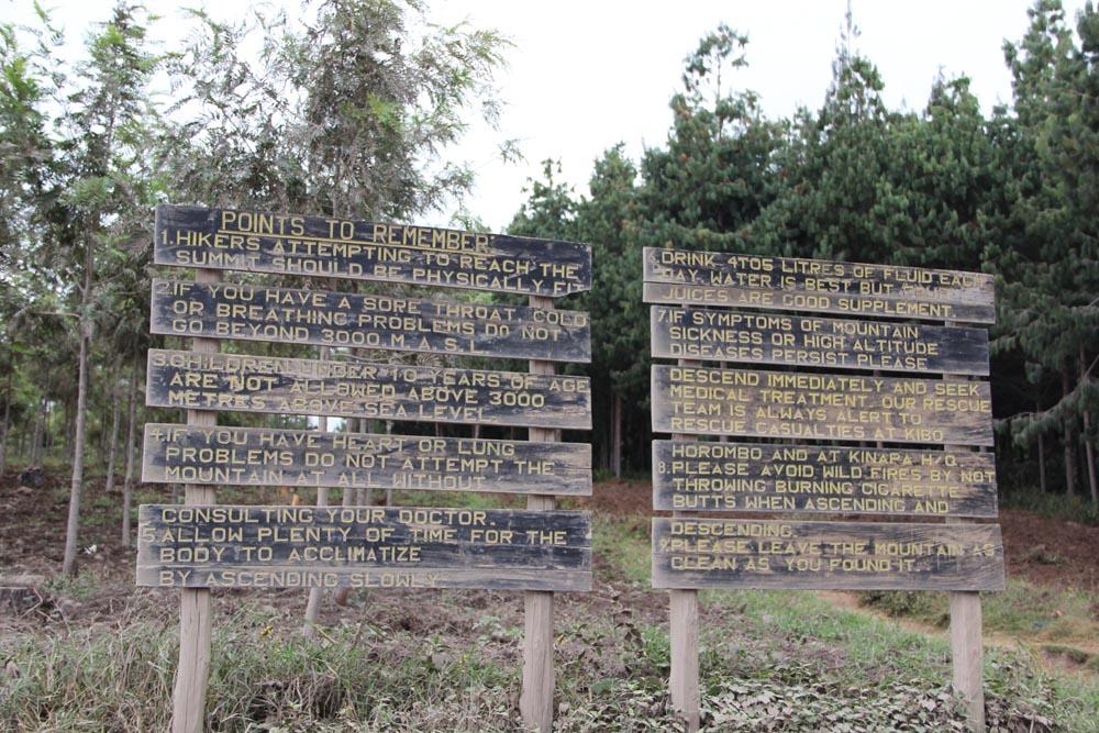 Les panneaux de la porte de Rongai