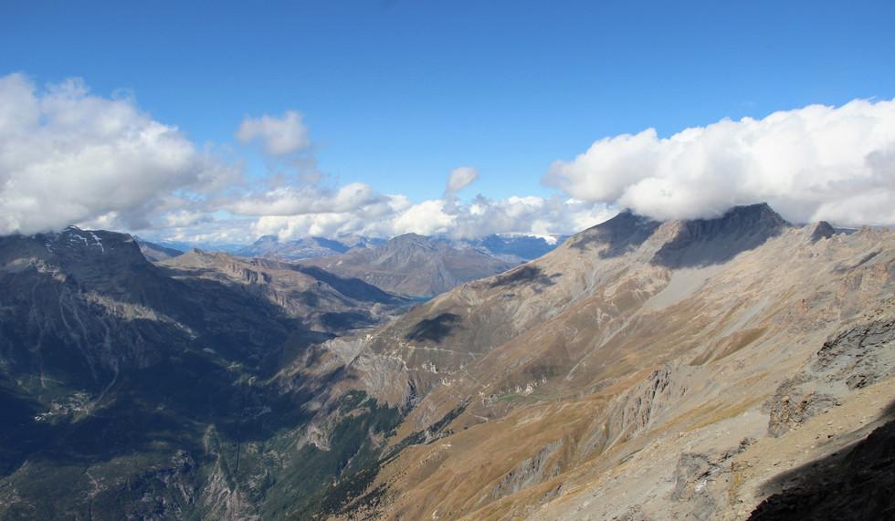 Le lac du mont Cenis au loin