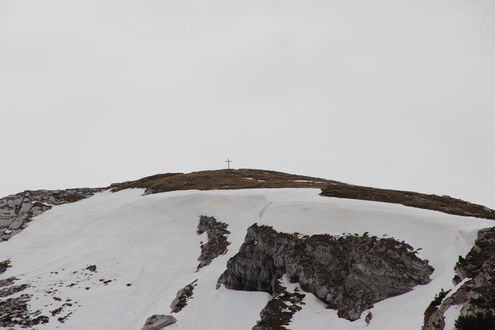Le sommet et sa croix