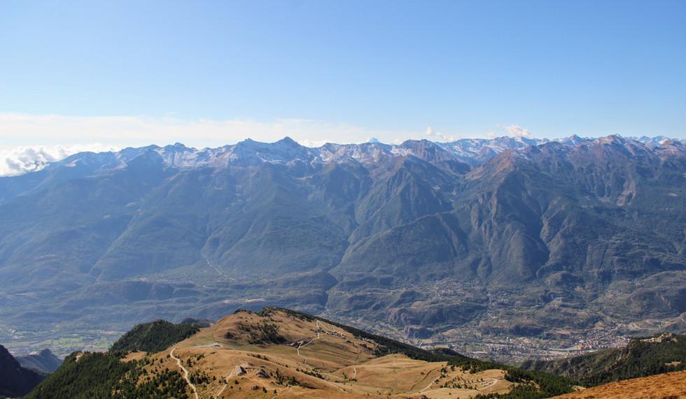 Susa, les Alpes piémontaises et au loin le Viso