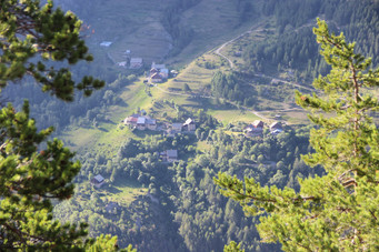Le village de Bramousse sur l'autre rive.