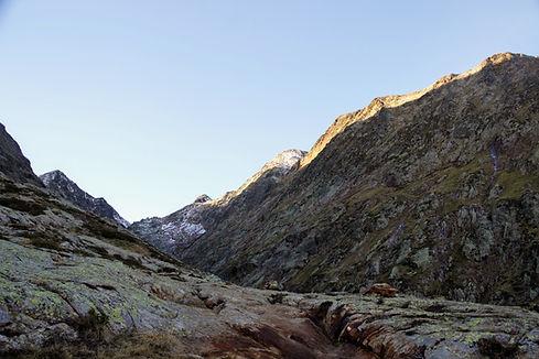 Lever de soleil dans le vallon du Pinet (Ariège)