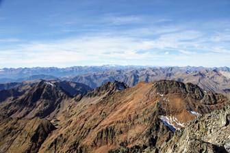 Au loin le Pic d'Aneto et son glacier