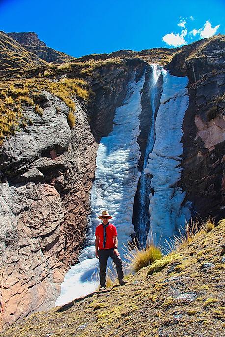 Cascade de glace, massif de l'Ausangate (érou)