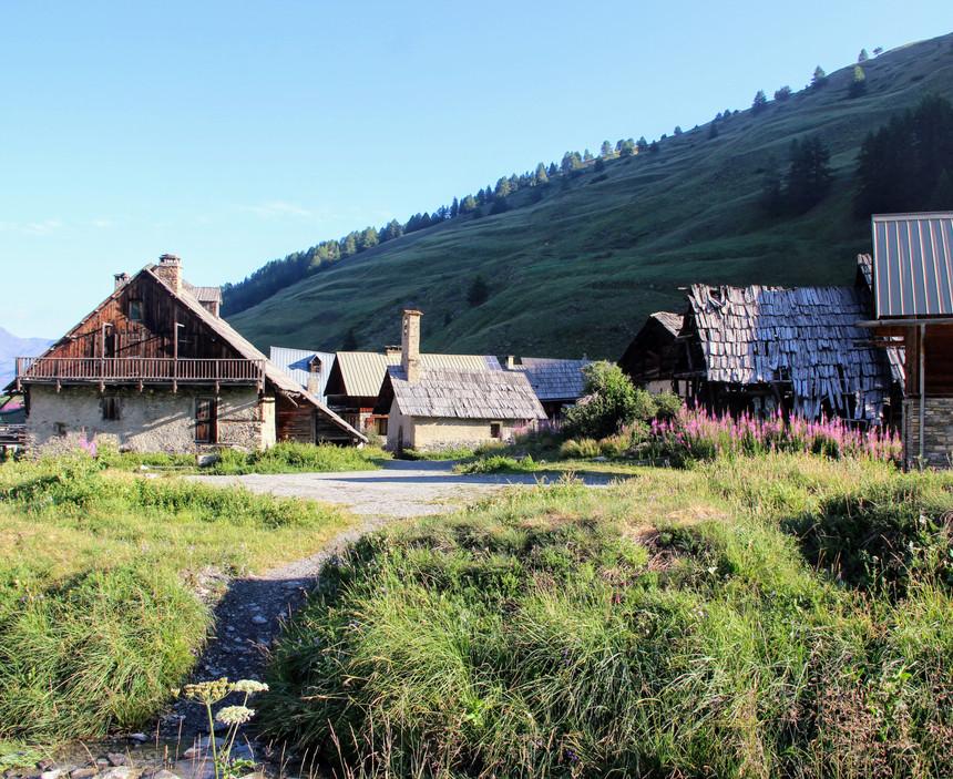 Le hameau des Fonts de Cervières