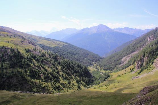 Au loin le Pic du Fond de Peynin (2912 m)
