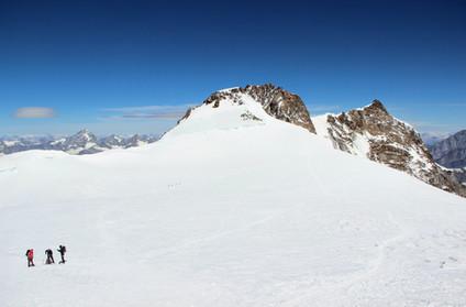 La Zumsteinspitze (4563 m) et la Dufourspitze (4634 m)