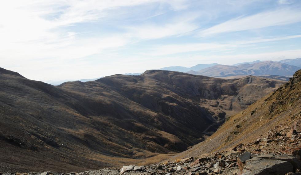 Le vallon de montée et les pistes de l'ancienne station du Puigmal